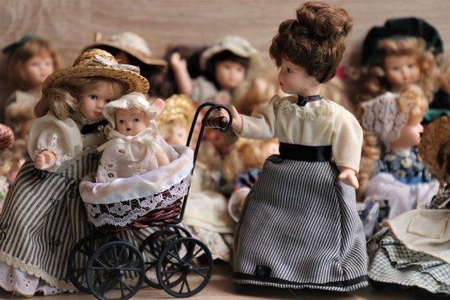 dolls-4059323_1920